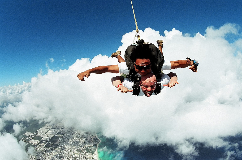 sky diving experience Convenient location for skydivers in virginia beach, washington dc, maryland and more virginia skydiving center is the premier skydiving facility in the virginia area at virginia skydiving center, we strive for safety and satisfaction with every jump.